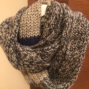 Roots Cabin Infinity knitted Scarf blue and grey